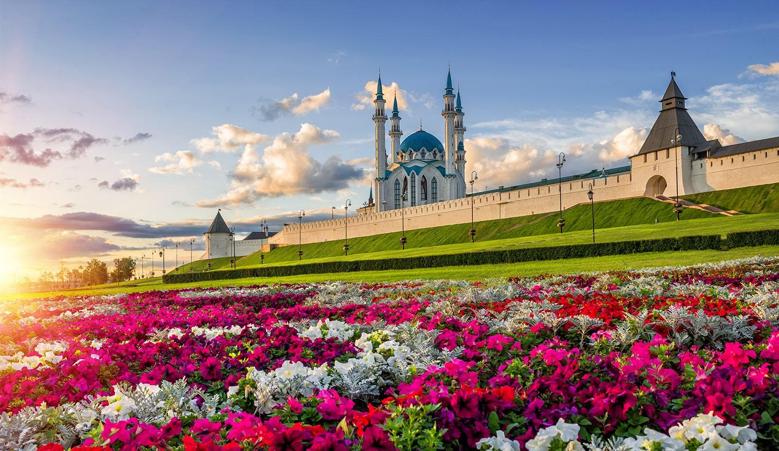 Thẻ này mô tả bộ xử lý bốn nhân. Hình ảnh luống hoa đầy màu sắc xung quanh một lâu đài.