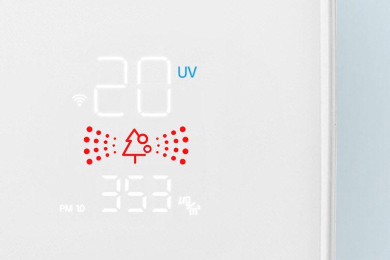 Hình ảnh cận cảnh của bảng chất lượng không khí với đèn màu đỏ cho biết không khí có chất lượng kém.
