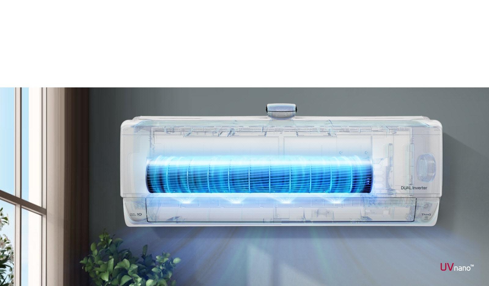 Video hiển thị mặt trước của máy điều hòa không khí được lắp trên tường. Mặt trước của máy nhìn xuyên qua và hiển thị các hoạt động bên trong. Quạt được thể hiện nổi bật màu xanh lam để hiển thị đèn LED UV loại bỏ vi khuẩn. Không khí thổi ra khỏi máy. Logo UVnano nằm ở góc dưới bên phải.
