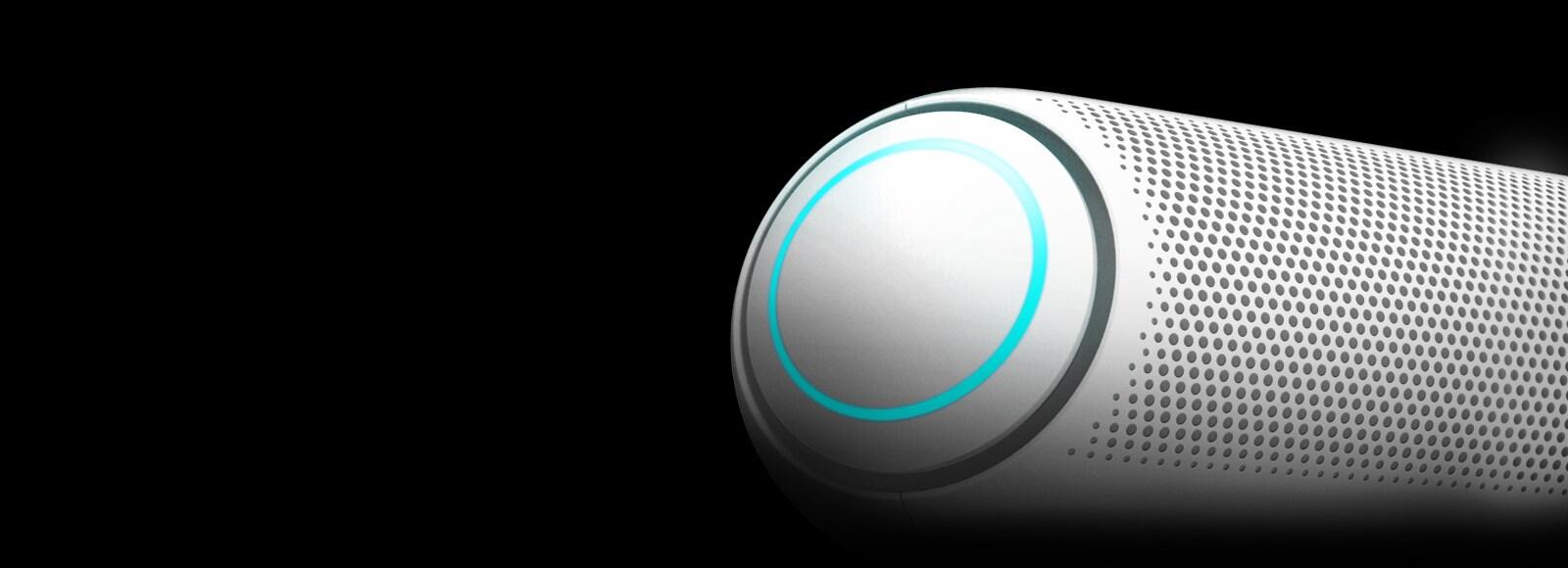 Ảnh cận cảnh loa siêu trầm bên trái của LG XBOOM Go với đèn màu xanh da trền trên nền đen.