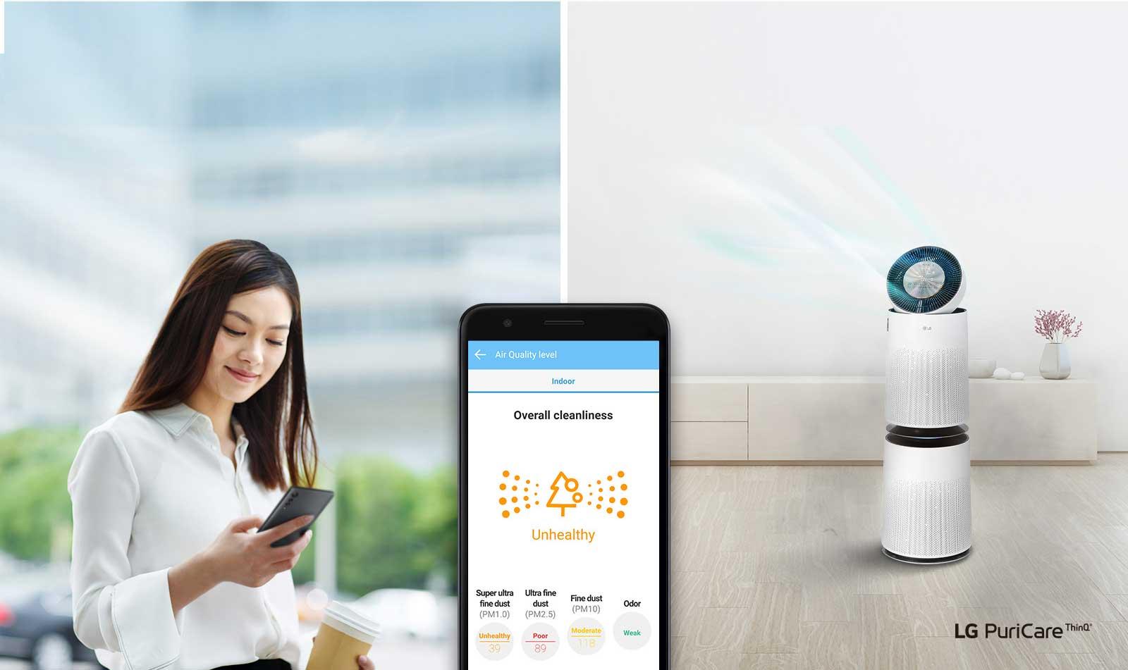 Hình ảnh mô tả người phụ nữ sử dụng ứng dụng LG ThinQ để điều khiển máy lọc khí