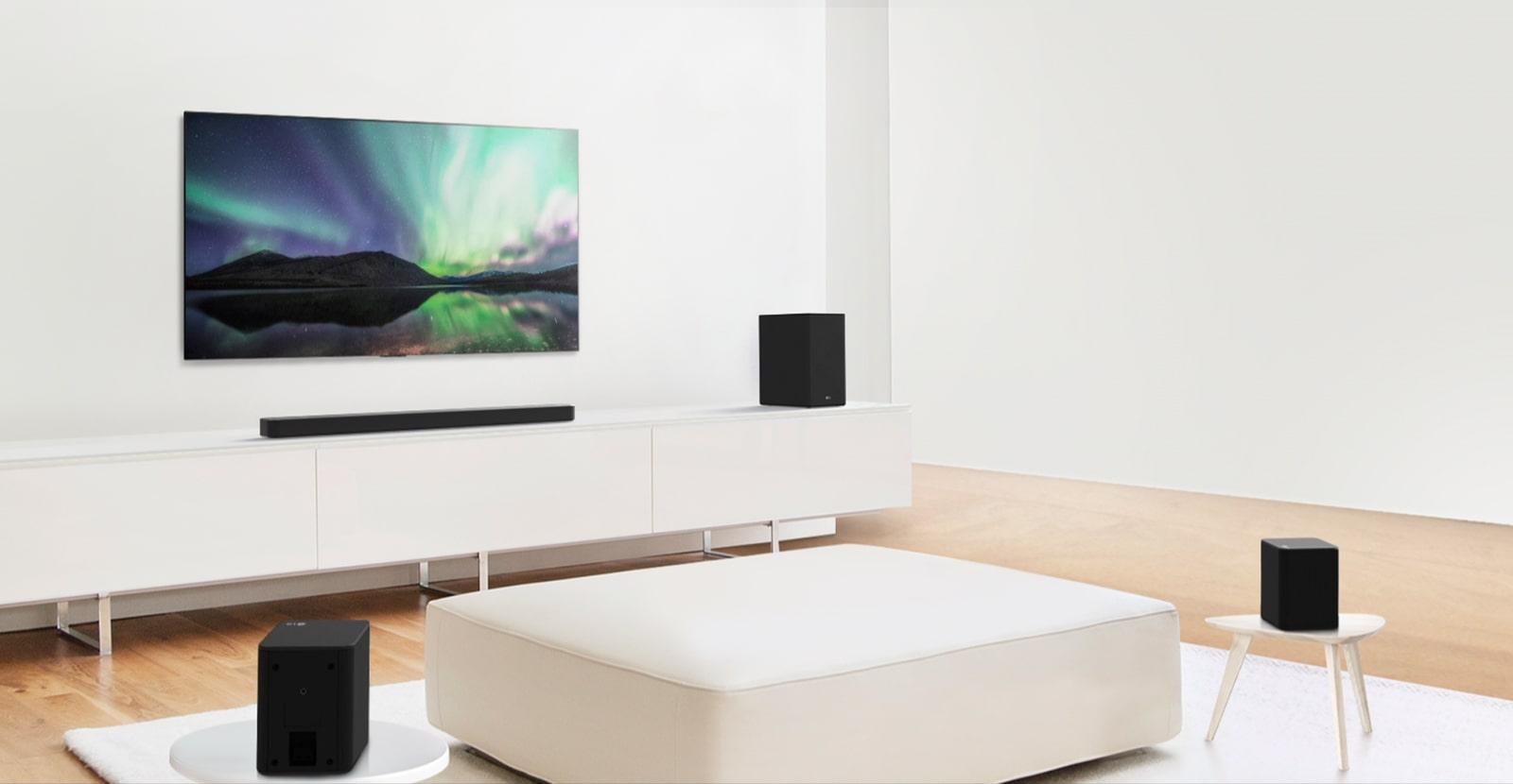 Video xem trước hiển thị Loa thanh LG trong một căn phòng khách màu trắng với thiết lập 5.1.2 kênh.