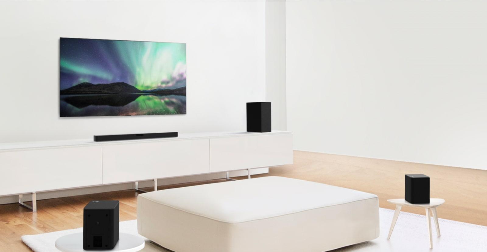 Video xem trước hiển thị Loa thanh LG trong một căn phòng khách màu trắng, thiết lập 4.1 kênh.